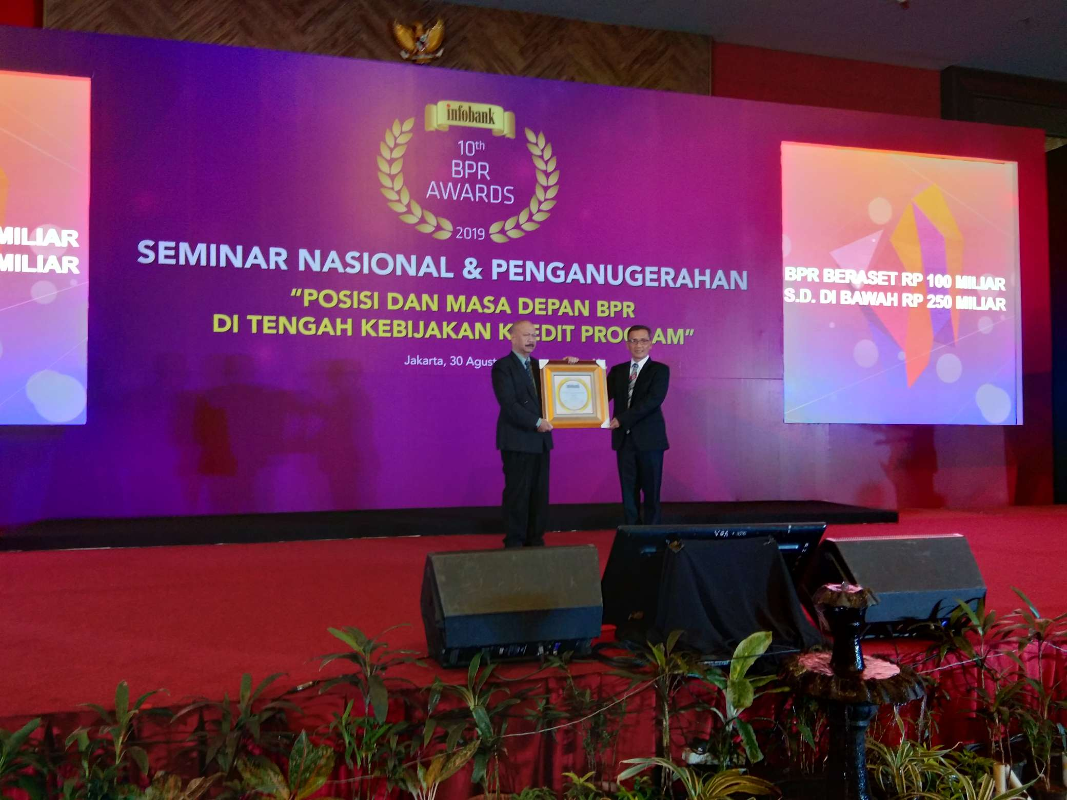 BPR Aruna raih  GOLDEN AWARDS Infobank 10th  BPR Awards 2019